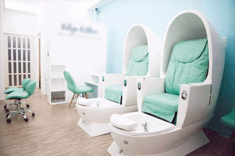 5mins bugis MRT Eyebrow/Hair/Nail/ Services Consharing Space in Salon