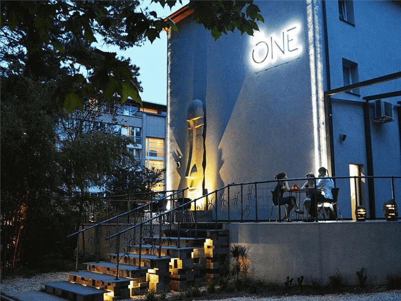 The One Hotel & Restaurant