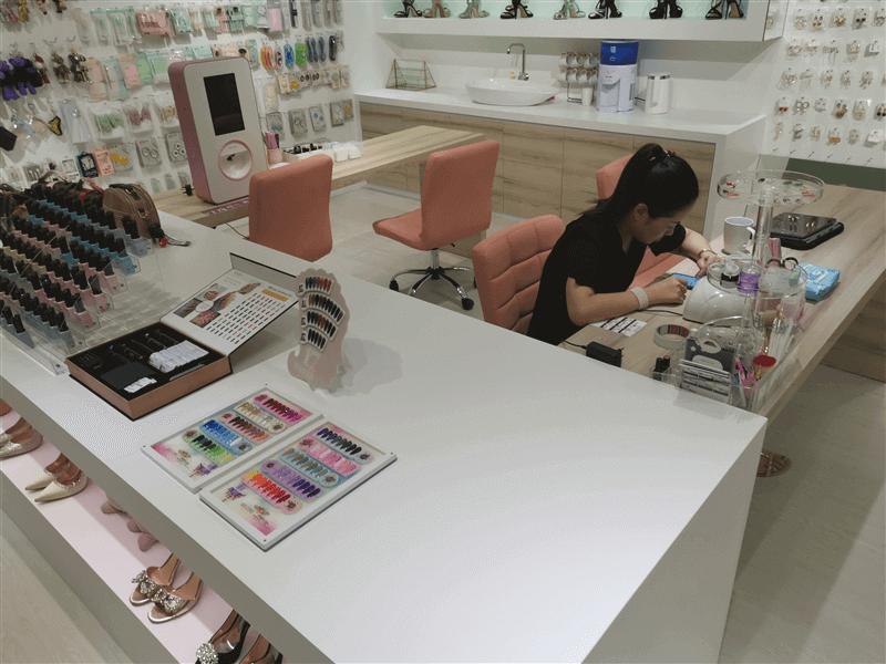 Manicure Area For Rental